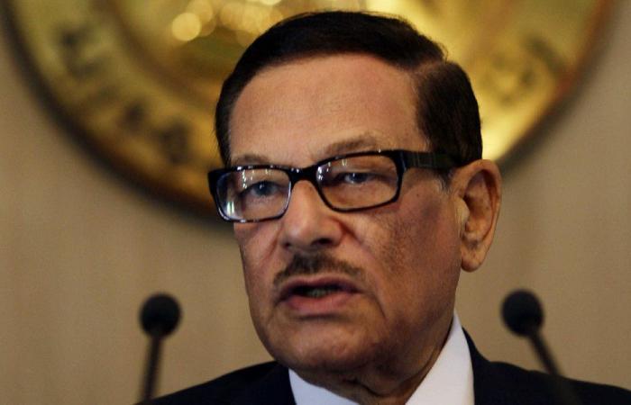 وفاة سياسي مصري بارز بعد صراع السرطان