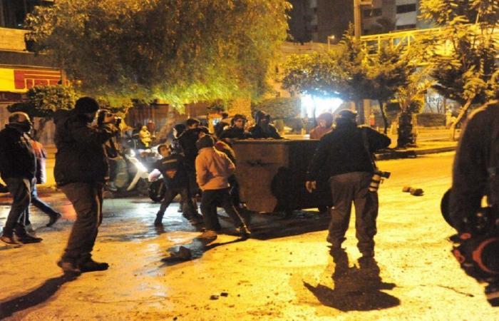 القاضي عقيقي يصحّح خطأه… بخطيئة: جميع المتظاهرين إرهابيون!