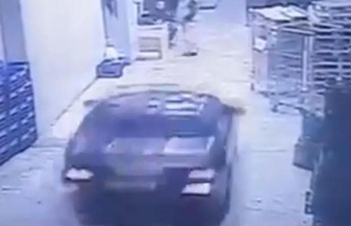 حادث مروع في Spinneys الاشرفية.. شاهدوا ما حصل (فيديو)