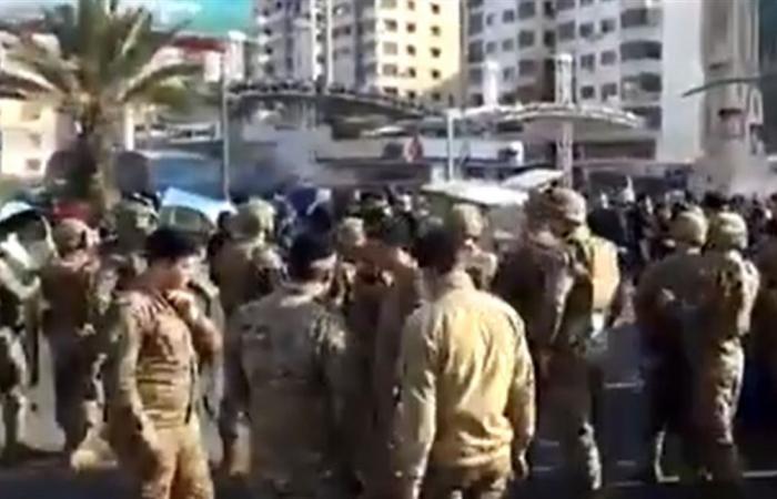 إشكال بين الجيش والمتظاهرين في البحصاص وسقوط 4 جرحى (فيديو)