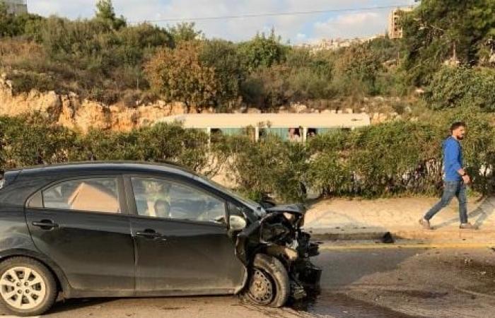 تصادم بين 3 سيارات على اوتوستراد الكازينو باتجاه جونية (صور)