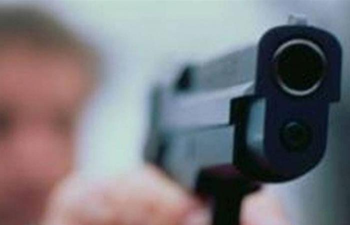 أطلق النار على زميله وأصابه في قدمه... هذا ما جرى في جبل البداوي