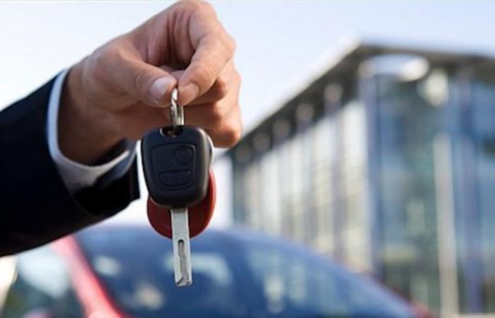 أزمة الدولار.. كيف تأثرت عميلات بيع وشراء السيارات؟