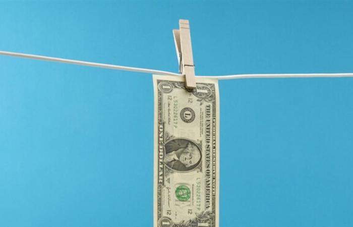 بسبب كورونا.. الدولار يفقد مكاسبه