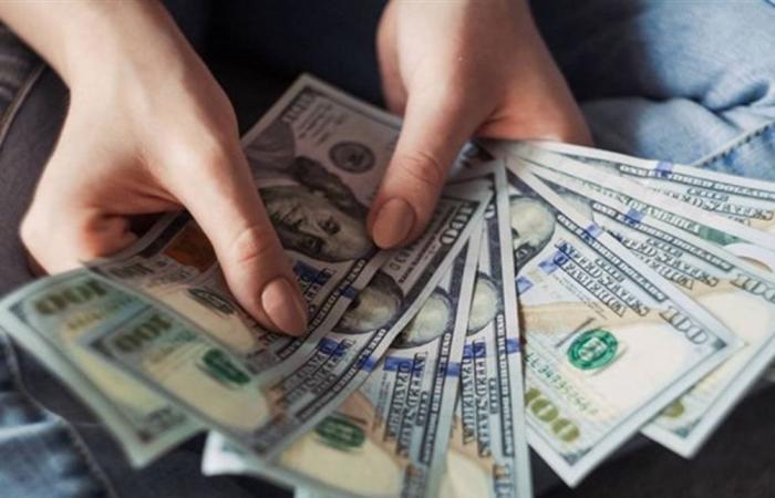 في أول ايام العيد.. تراجع جديد بسعر الدولار في السوق السوداء