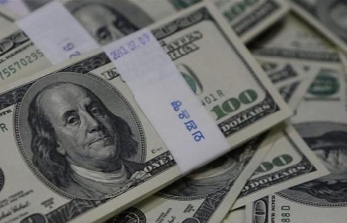 الدولار يرتفع من جديد في السوق السوداء.. هذا ما سجله