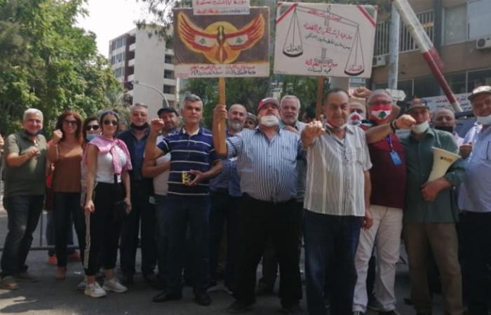 اعتصام أمام وزارة العدل تزامنا مع التحقيق مع ناشطين على خلفية نشر مقال