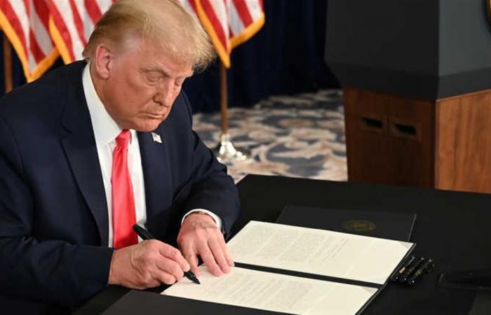 400 دولار أسبوعيا لإعانات البطالة.. ترامب يوقع 4 أوامر لتحفيز الاقتصاد!
