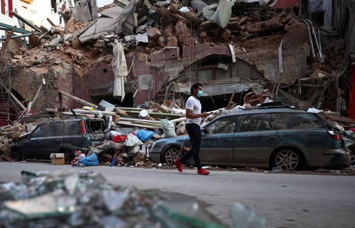 الروايات المتناقضة تتأرجح فوق مسرح أم الجرائم في مرفأ بيروت