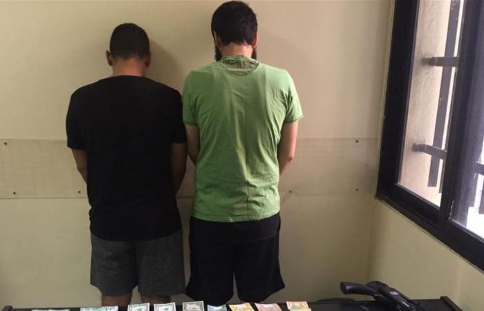 مكتب مكافحة المخدّرات المركزي يوقف مروّجاً بحقه 8 مذكرات عدلية.. ويضبط كميّة من المخدّرات