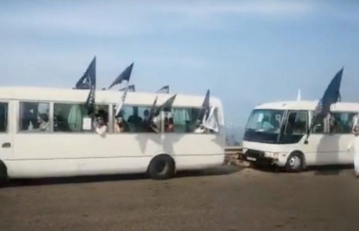 باصات من طرابلس للمشاركة بالإعتصام أمام السفارة الفرنسية (فيديو)