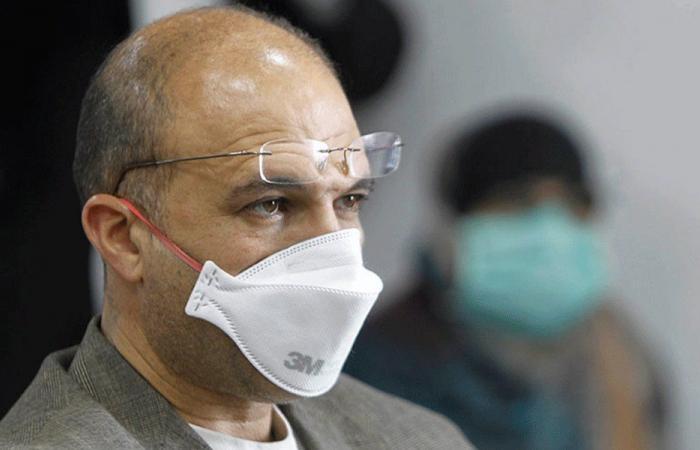بالفيديو: وزير الصحة يخالف قرار الإقفال