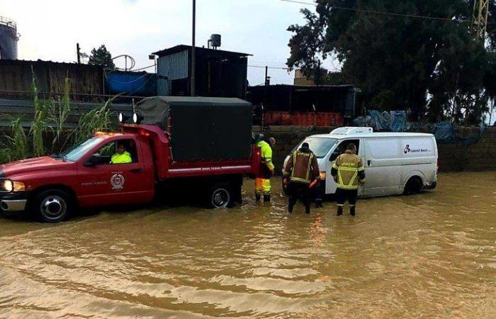إنقاذ مواطنين علقوا داخل سياراتهم في زوق مكايل بسبب الأمطار